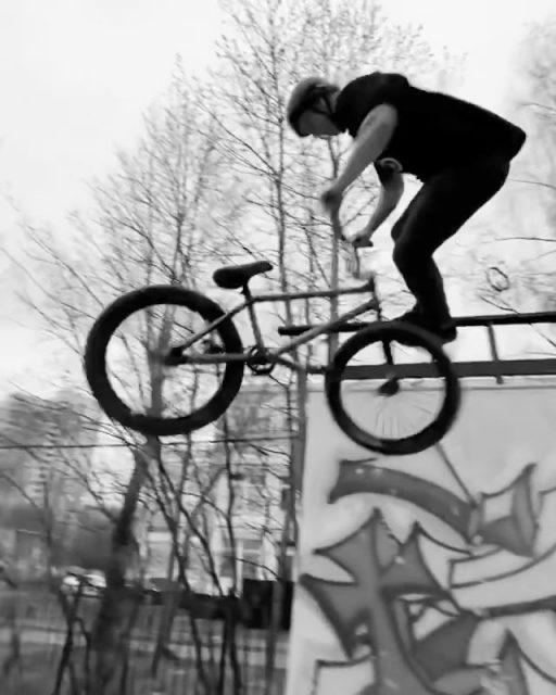 Subrosa rider @agarkovartemyaha with some heavy laps around a park in Russia!  #bmx #subrosa #subrosabrand #subrosasaves #shadowbmx #shadowconspiracy #skeletonbikeshop